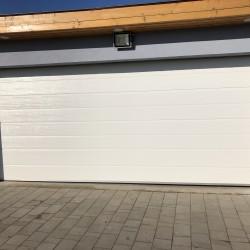 fehér szekcionált garázskapu